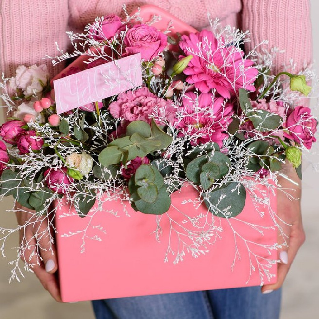 Ящик с цветами «Посылка ко Дню влюбленных»