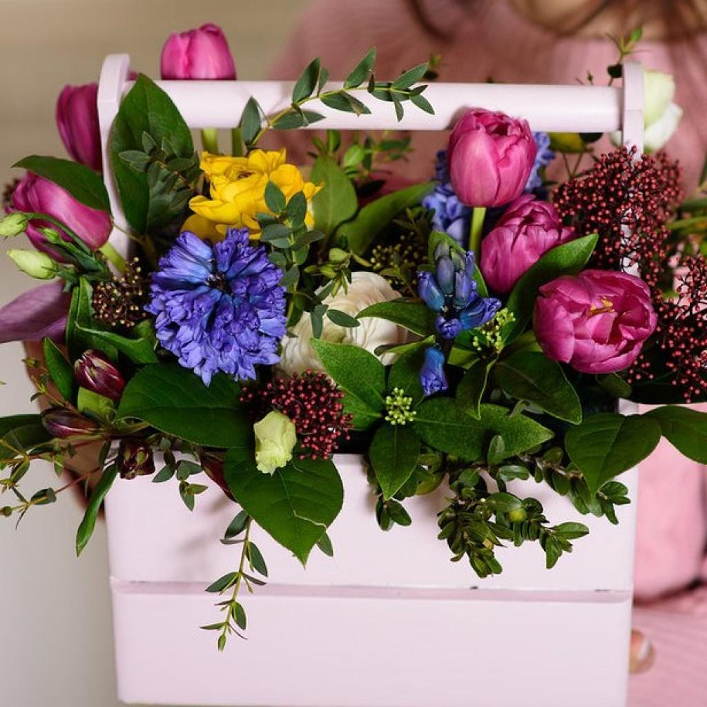 Ящик с цветами «Приближение весны»