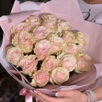 Букет из 19 роз Mondial Pink