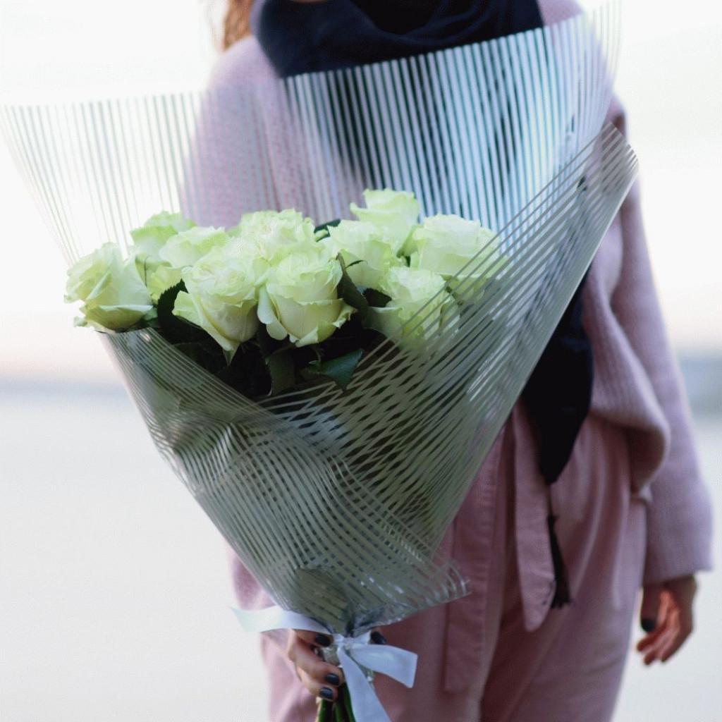 Розы белые Мондьяль